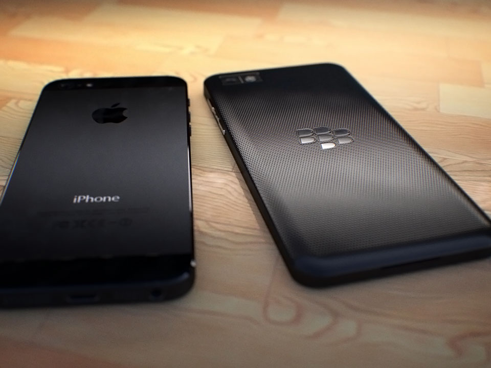 blackberry-10-vs-iphone-5
