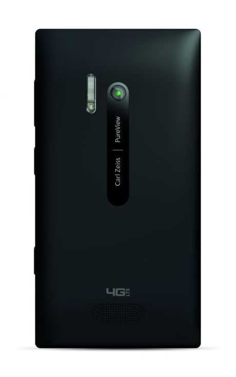 700-nokia-lumia-928-black-portrait-back