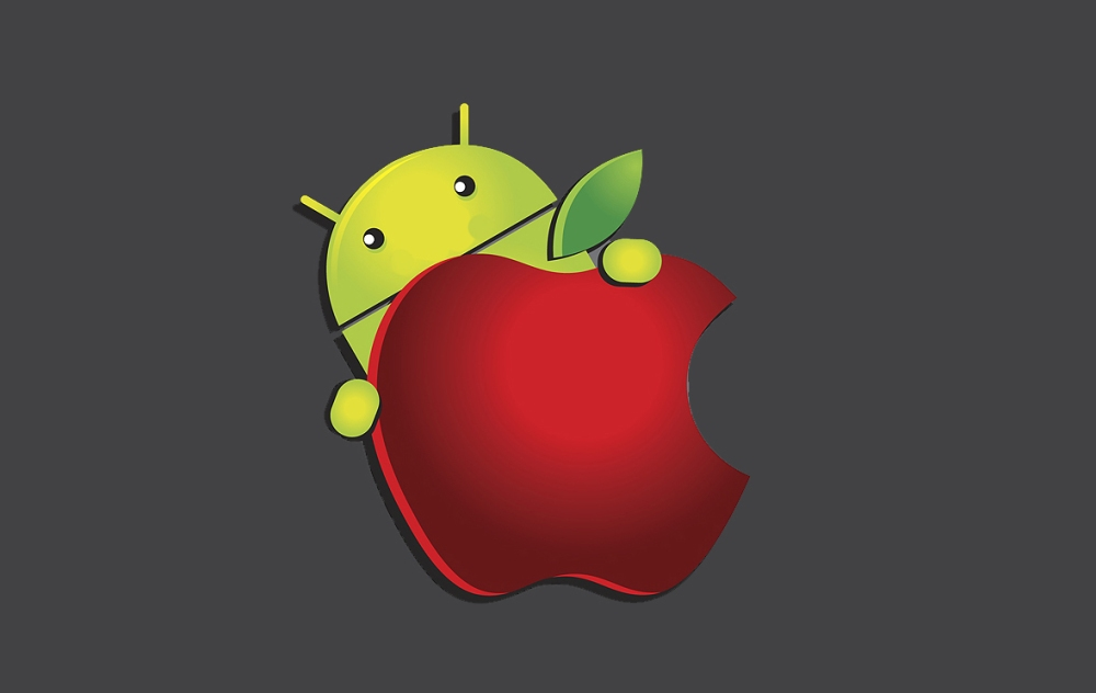 Apple_vs_Android_-wallpaper_Picture