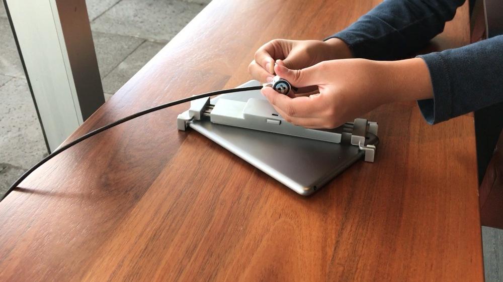TSC713 holder de acero para proteger tabletas y iPads
